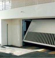 Porte basculant intensif